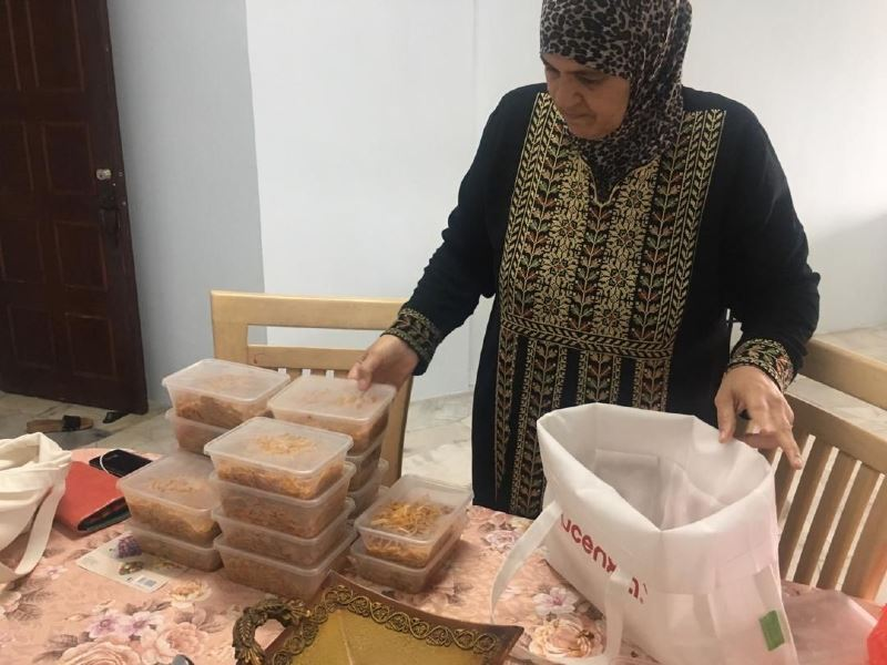 refugees prepare cooked meals for ampang's frontliners