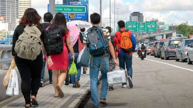 Malaysians Had To Walk Home By Foot From Singapore