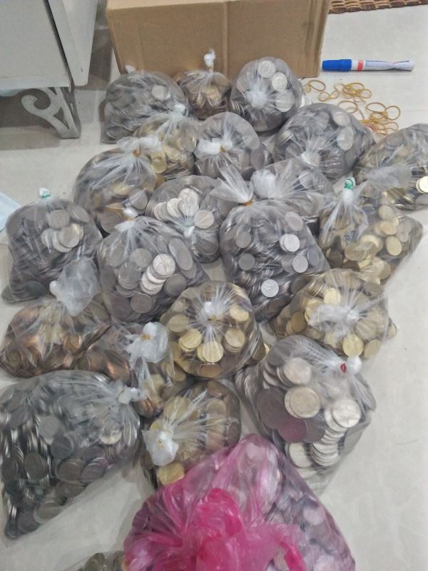 a family saved rm2,437 worth of pennies in a small glass cylinder