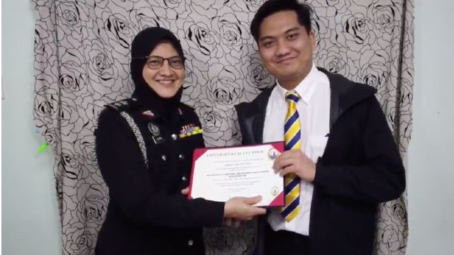 Malaysian Graduate Staged Graduation Ceremony At Home Went Viral Online!