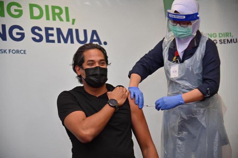 kj is the first malaysian to receive the sinovac vaccine from china!