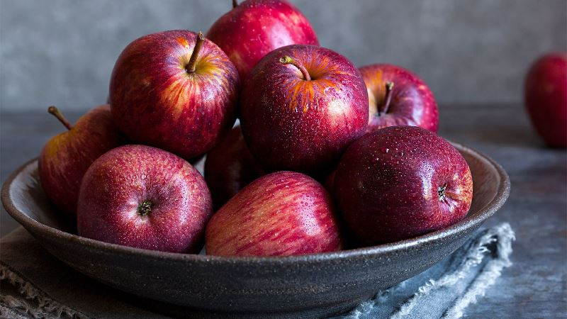 here are some impressive health benefits of apples!