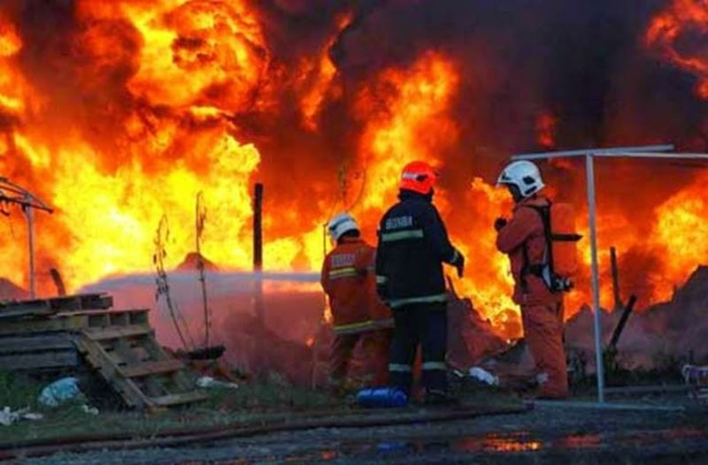 elderly woman dies in fire despite efforts by her 82-year-old husband to save her