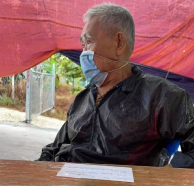 elderly uncle from melaka goes out to get food, gets lost and ends up in johor