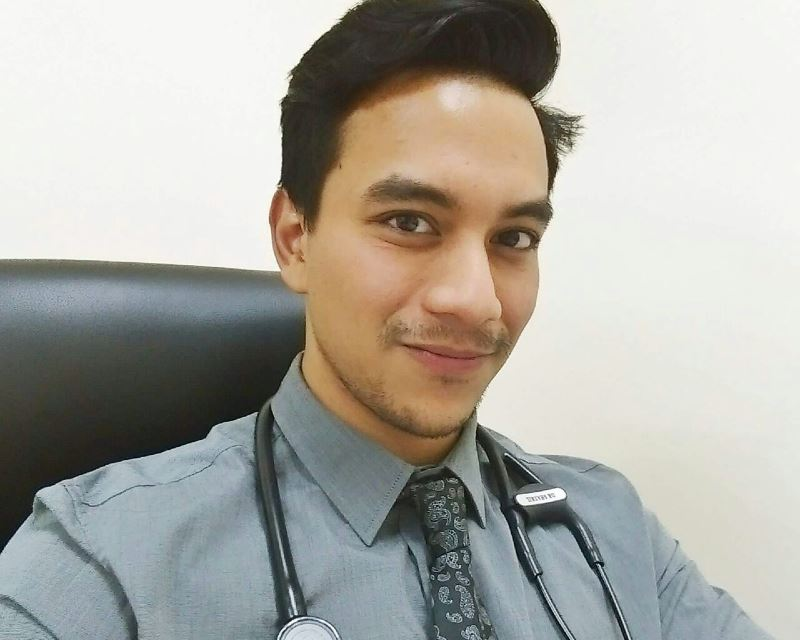 m'sian doctor touched by senior citizens who took covid-19 vaccine for their family