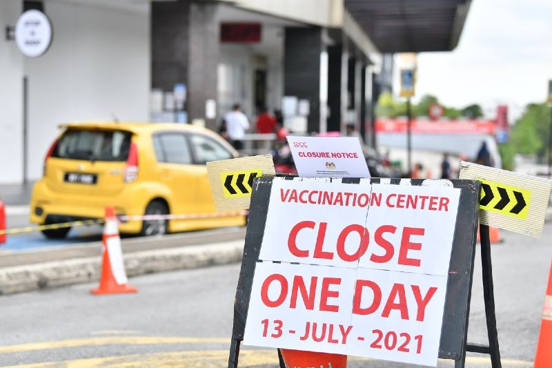 204 volunteers at idcc vaccination center in shah alam test positive for covid-19