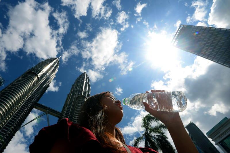 metmalaysia says malaysia will experience hot weather until mid-september
