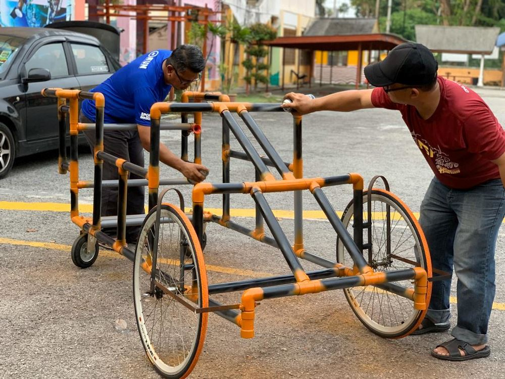 this teacher in klang builds running aid for his visually-impaired students!