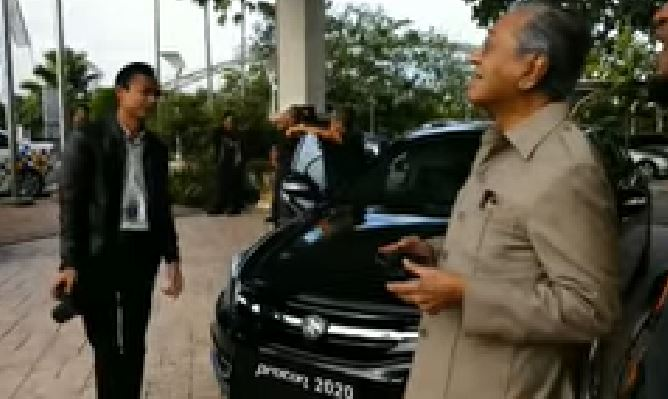 This Video Of Tun M Flying A Drone Is So Adorbs