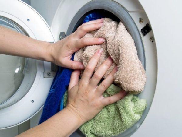 ini 4 sebab pakaian anda tetap berbau walaupun sudah dicuci