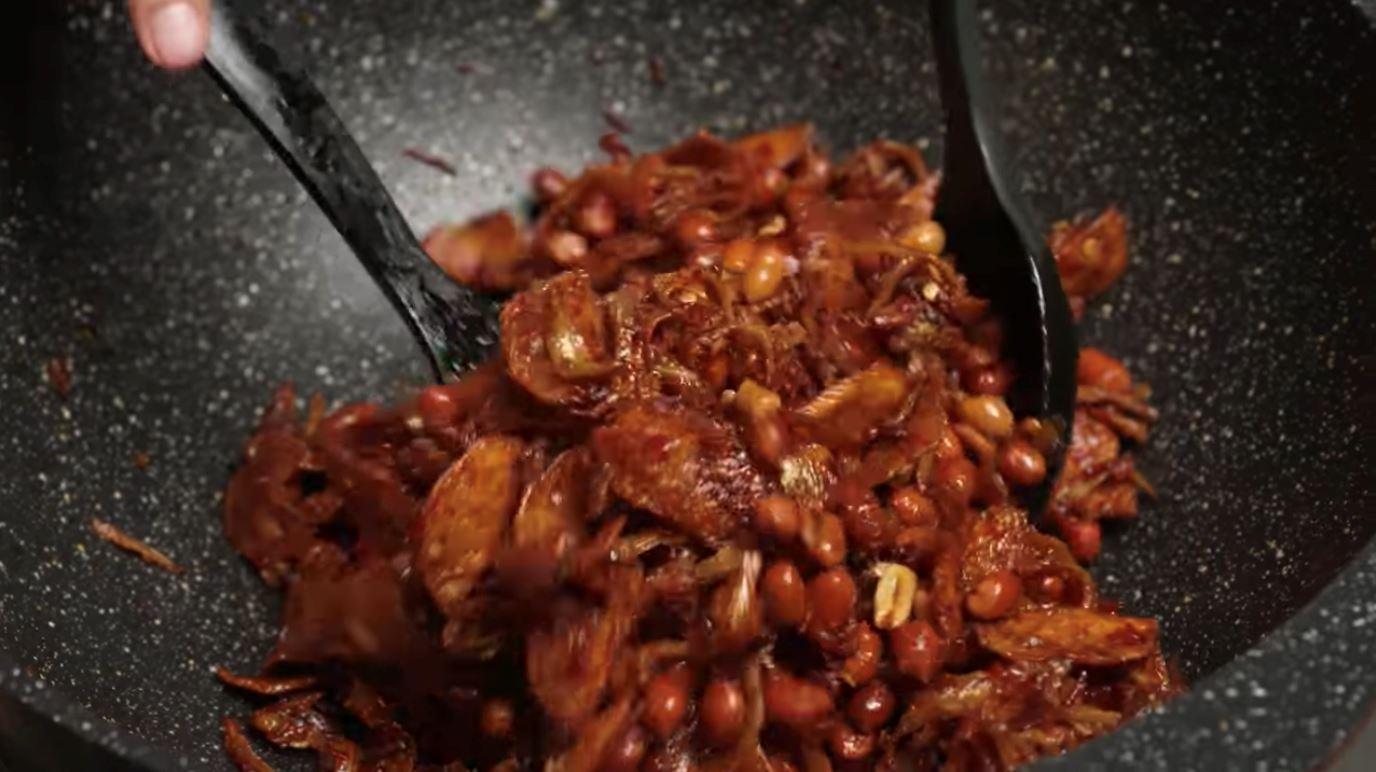 sambal ikan bilis, kentang dan kacang pedas rangup, pedas dan sesuai makan dengan nasi panas